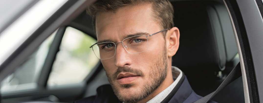 Brillen, die sich beispielsweise für den Arbeitsalltag eignen, schützen noch lange nicht vor den Herausforderungen des Straßenverkehrs