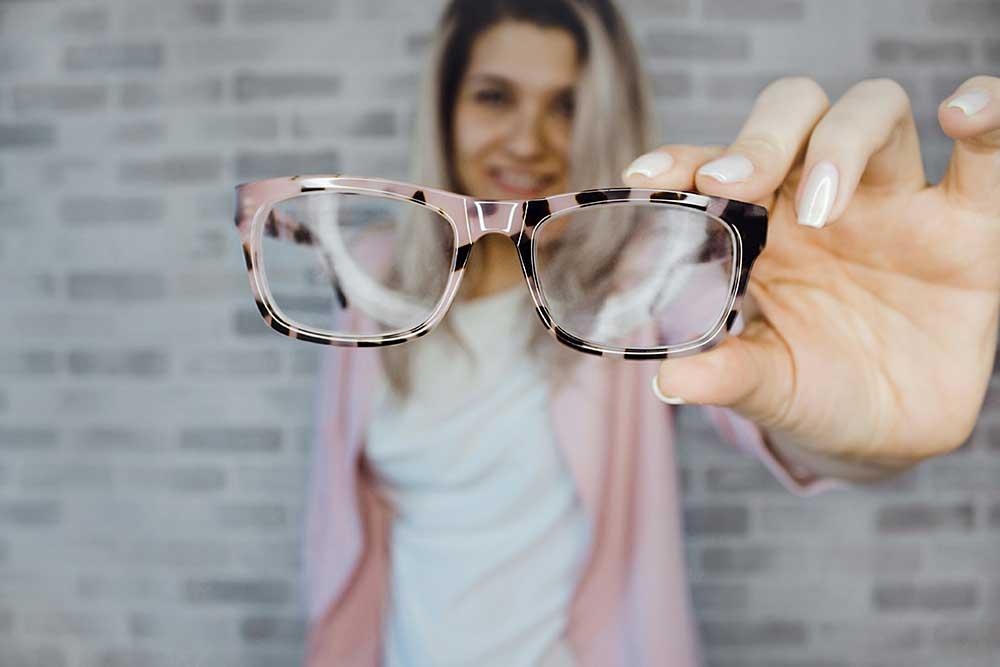 aaad90ef846ac3 Tag der Brille am 23. April - Brillenmode und Kontaktlinsen