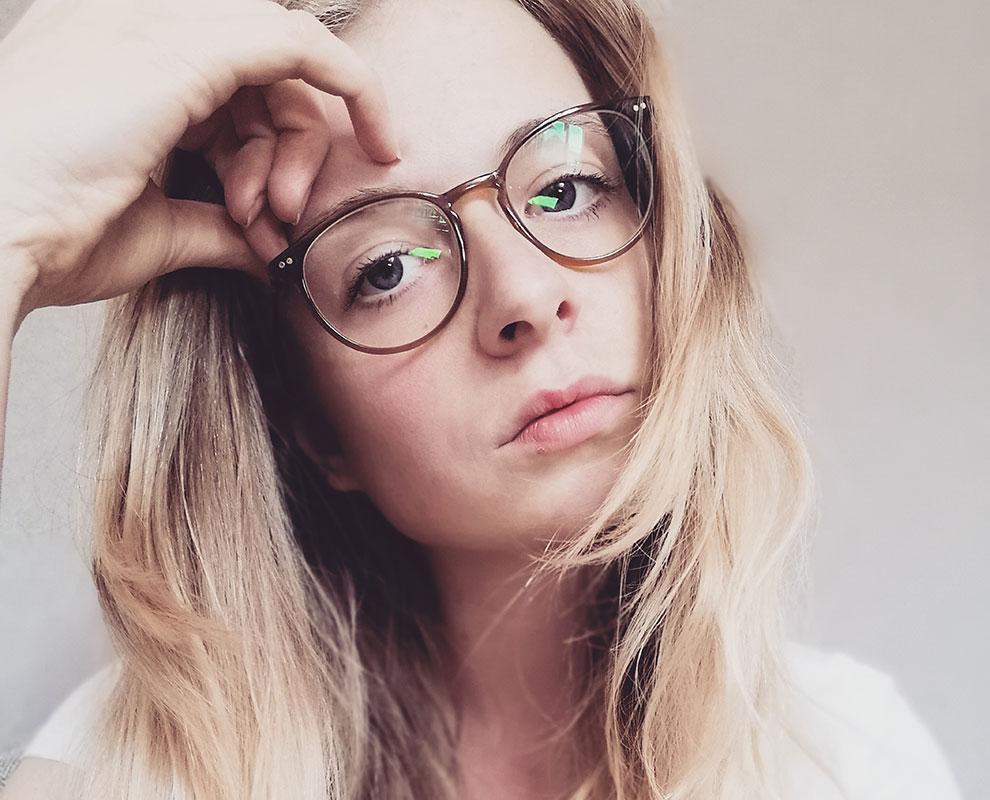 Viktoria presents HUMPHREY'S eyewear 581066